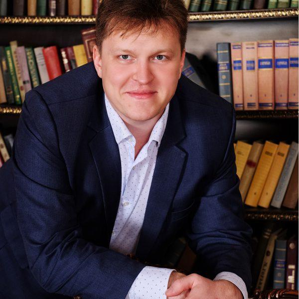 Консультант Петров
